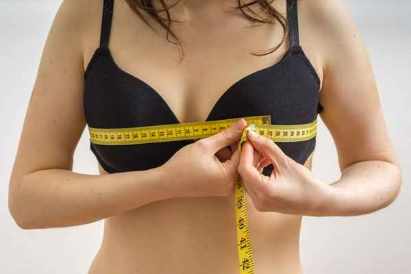 Powiększanie piersi implantami Piastów